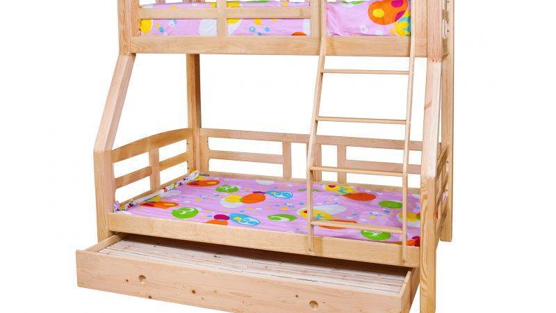 Fenyő emeletes ágy: helytakarékos, praktikus és kényelmes megoldás