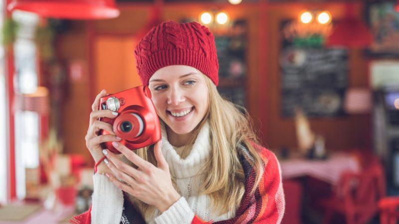 Instant fényképezőgép: az eszköz, ami nem hiányozhat a családi eseményekről!